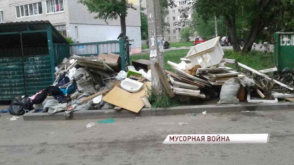 Жители одного из дворов в Красноперекопском районе стали заложниками борьбы двух компаний, вывозящих отходы