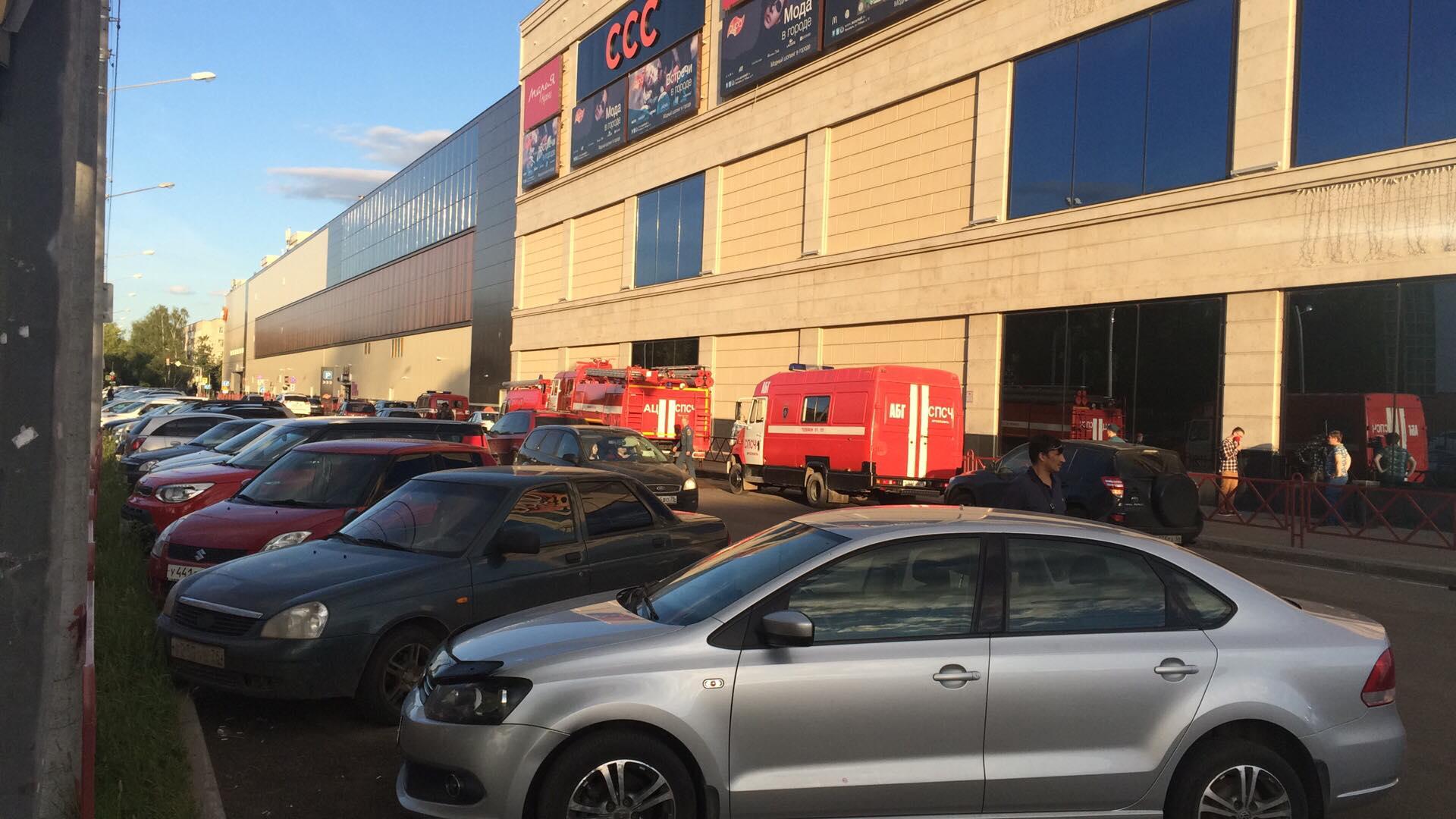 В крупнейшем торговом центре Ярославля идет эвакуация