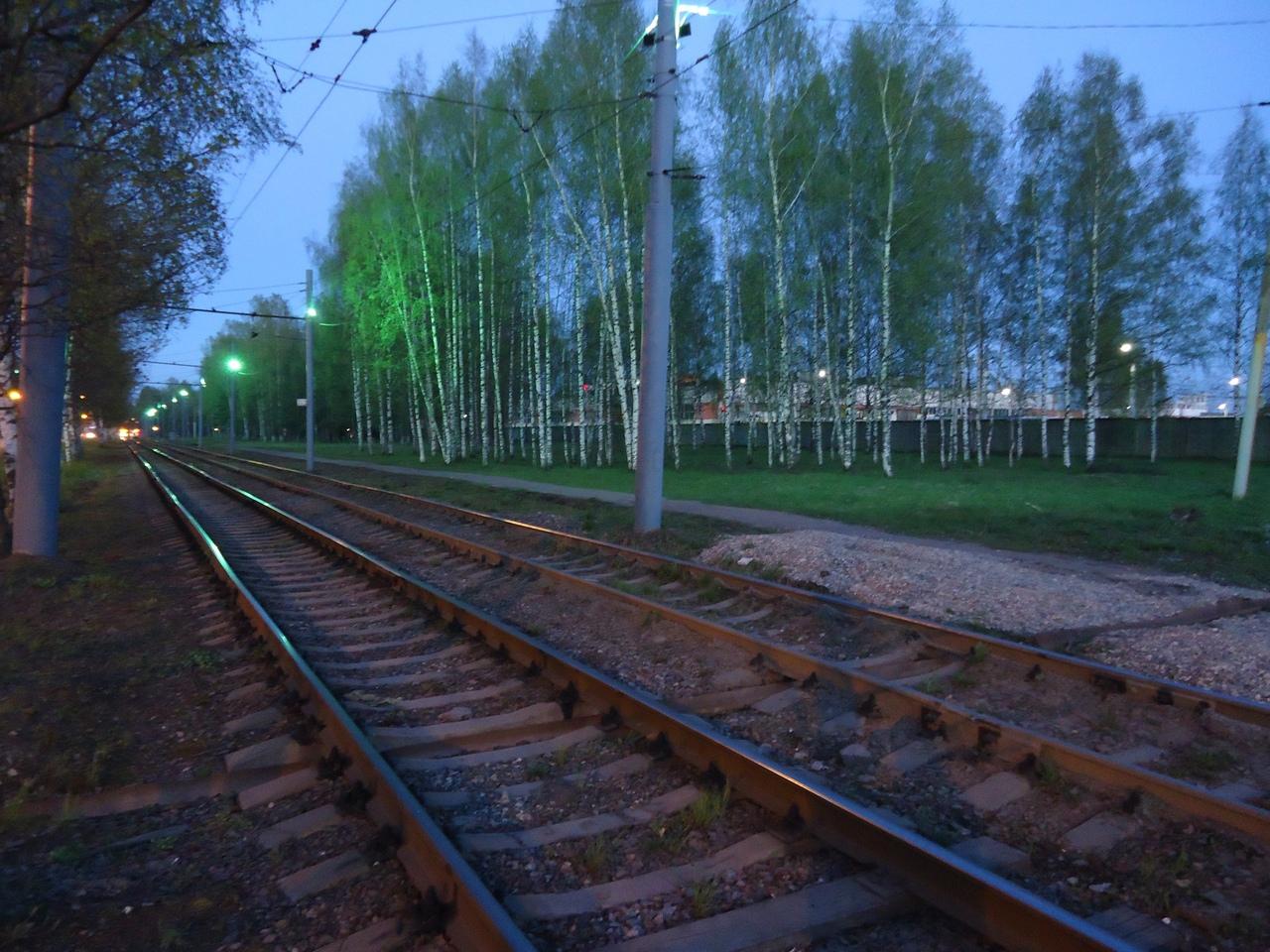 Трамвайные пути в Ярославле подсветили зелеными фонарями