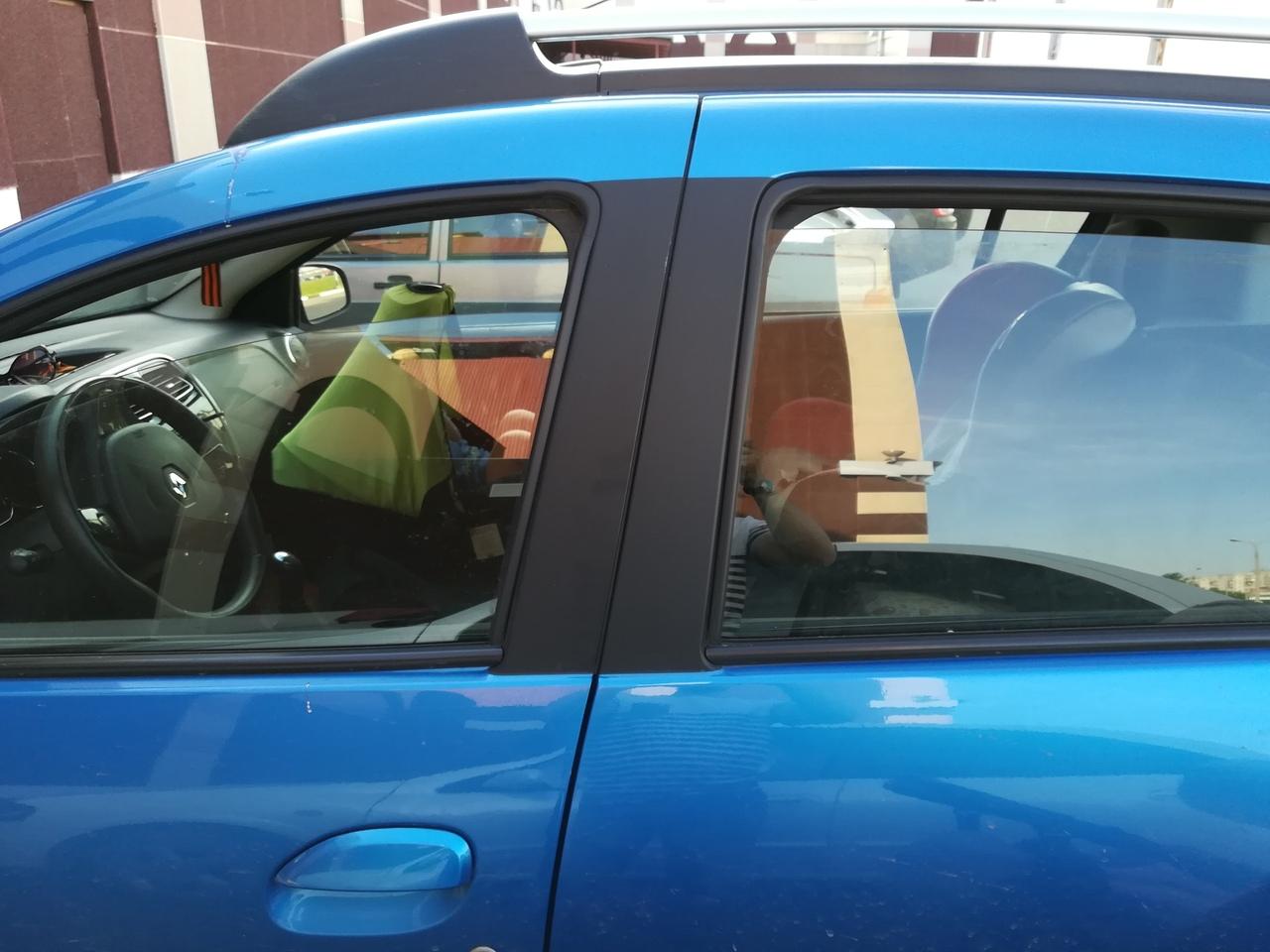 Многодетная ярославна оставила малыша в машине на парковке в почти 30-градусную жару