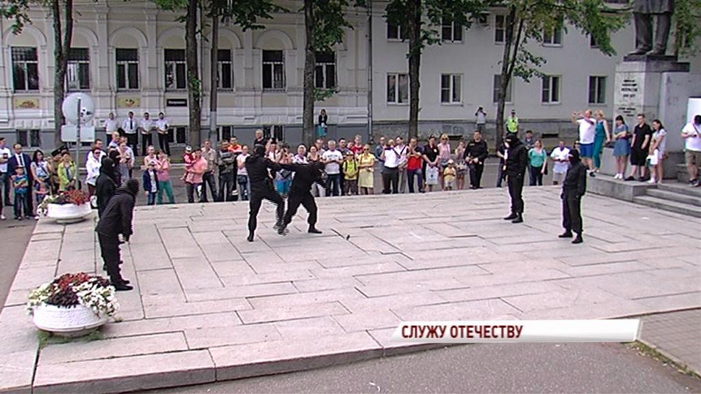 Акция приставов: рукопашный бой, имитация военных действий, танцы и выставка военной техники