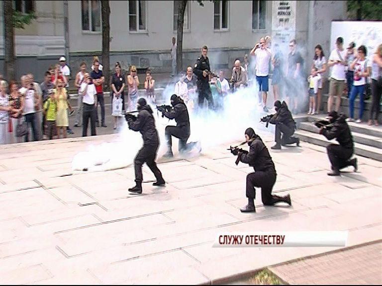 Приставы, полиция и МЧС рассказали о своей деятельности и показали выступления отрядов спецназа