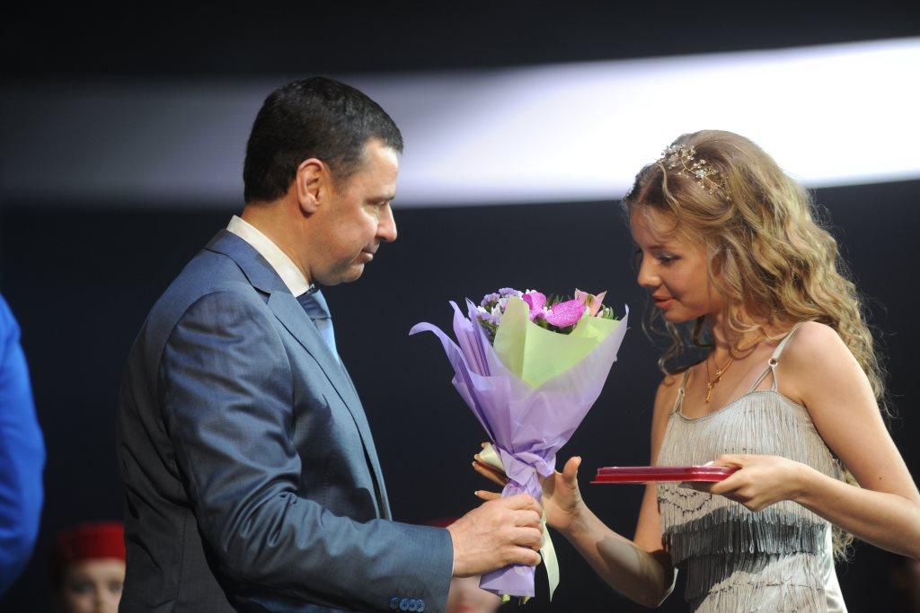 Дмитрий Миронов поздравил ярославских выпускников с окончанием школы: что он пожелал ребятам