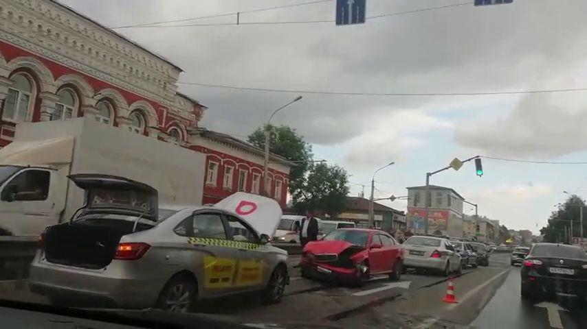 На Московском проспекте столкнулись сразу пять машин