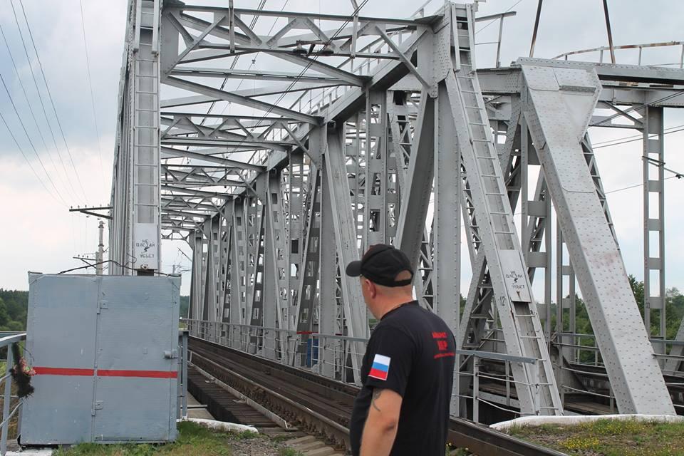 В поселке Семибратово подросток сорвался с железнодорожного моста
