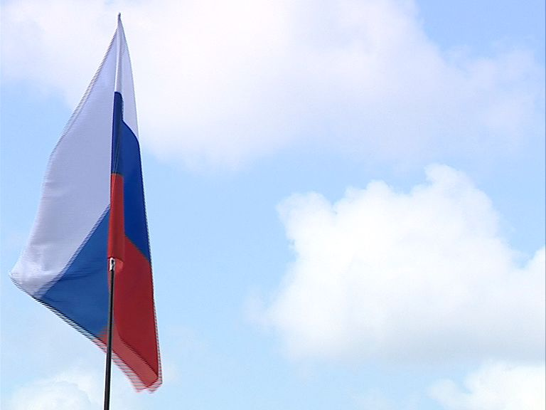 Ярославец утащил флаг с дома культуры, чтобы пойти с ним на футбол