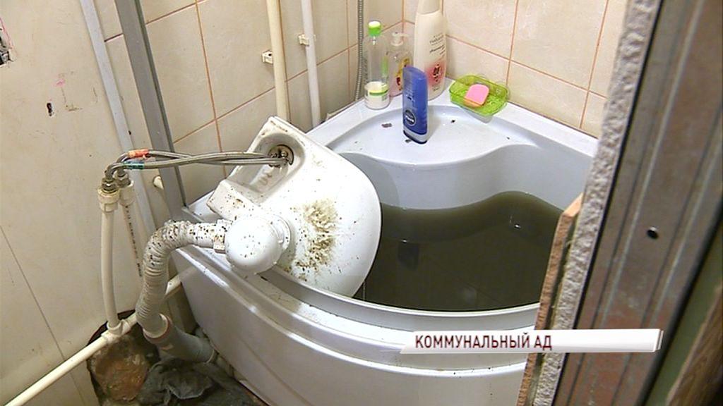 Жители дома на Закгейма буквально утопают в фекалиях: когда им заменят канализацию