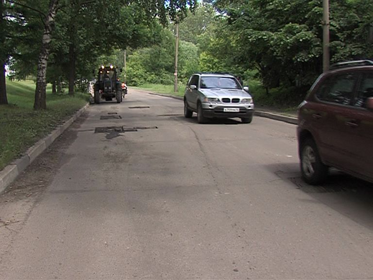 Прокуратура требует отремонтировать улицу Судостроителей в Ярославле