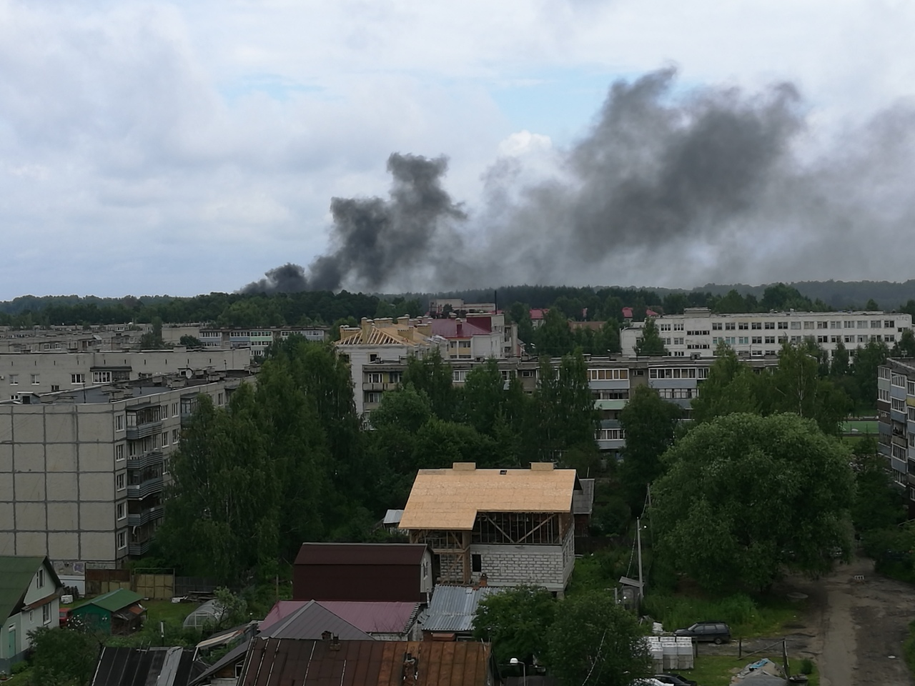 В Рыбинске загорелся ангар спортивного центра