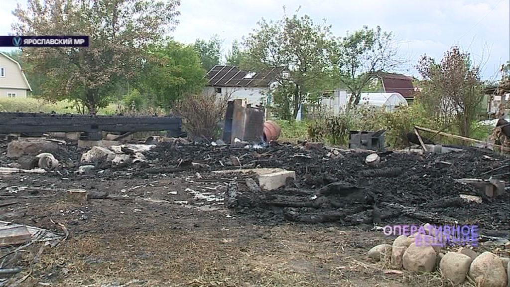 Хозяева двух домов в садоводческом товариществе остались без обоих строений из-за сильного пожара