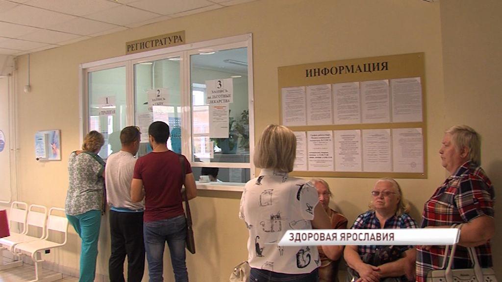 Мобильная бригада врачей провела бесплатное обследование пациентов в Ростовском районе