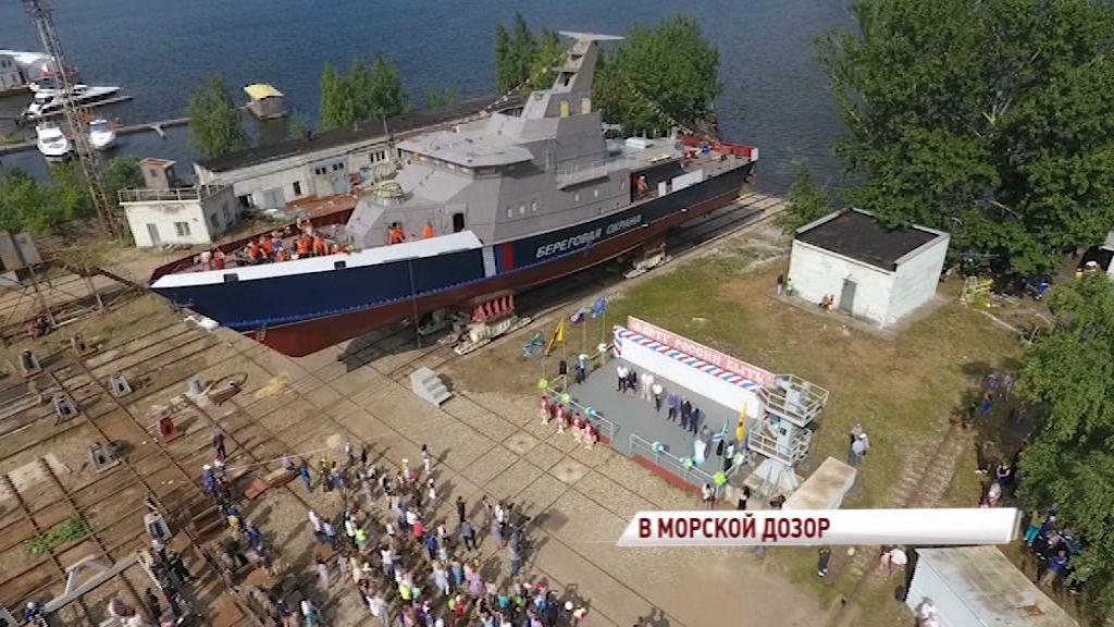В Ярославле на воду спустили новый военный катер, опережающий аналоги