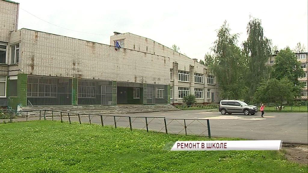 В одной из школ Дзержинского района отремонтируют крышу и спортзал