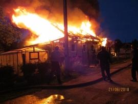 В страшном пожаре в Брейтовском районе погиб 30-летний мужчина