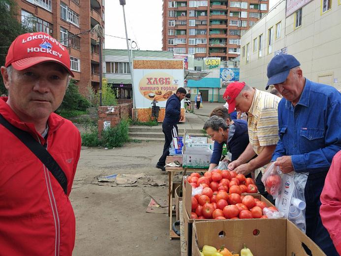 Трусы, очки и помидоры: на Ленинградском проспекте «прикрыли» незаконные торговые точки