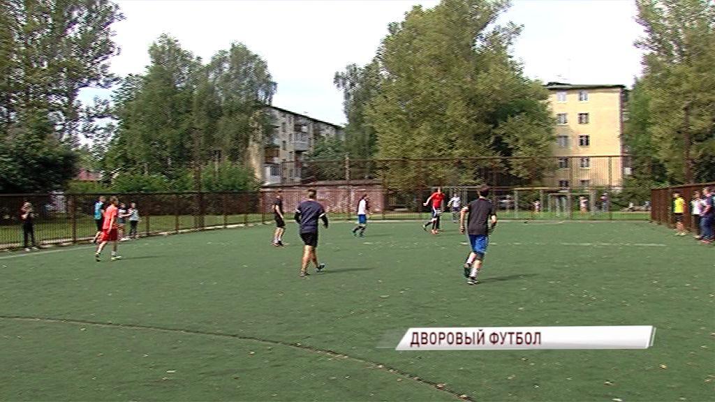 В Ярославле проходит открытый турнир по мини-футболу «Вызов Двора»