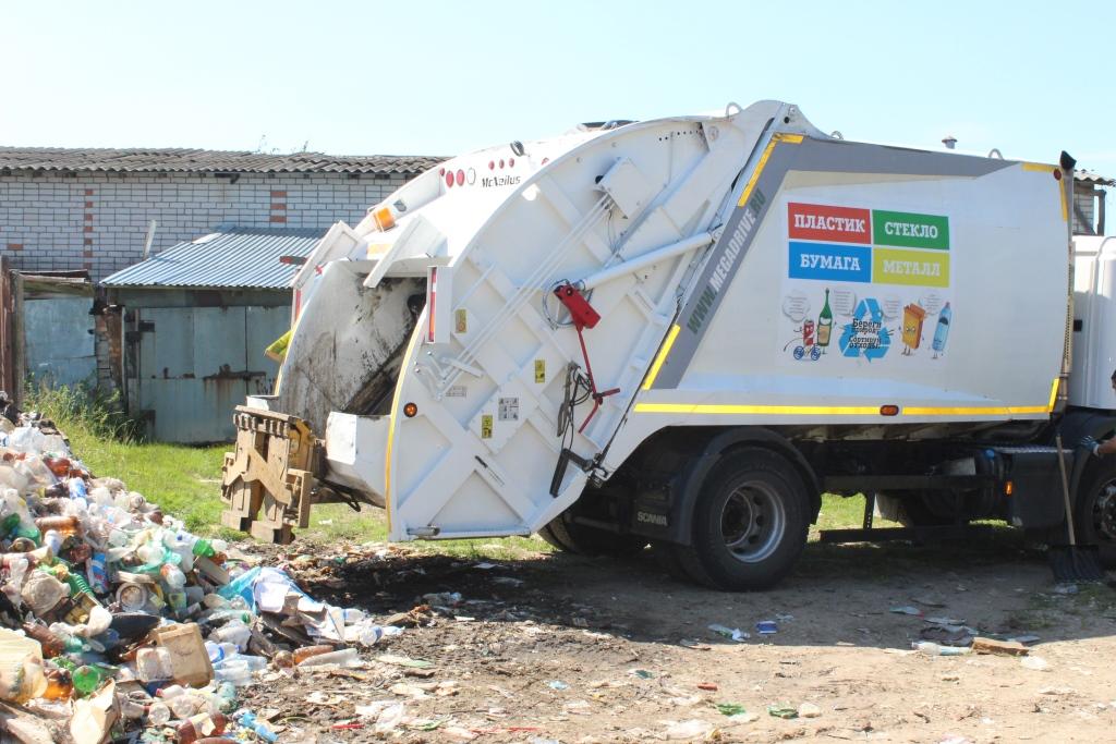 В Семибратовское сельское поселение приехали мусоровозы, которых ждали два месяца