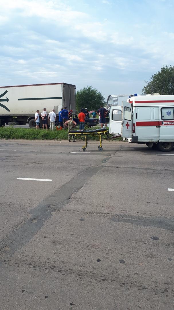В Ярославле легковушка «занырнула» под фуру: есть пострадавший