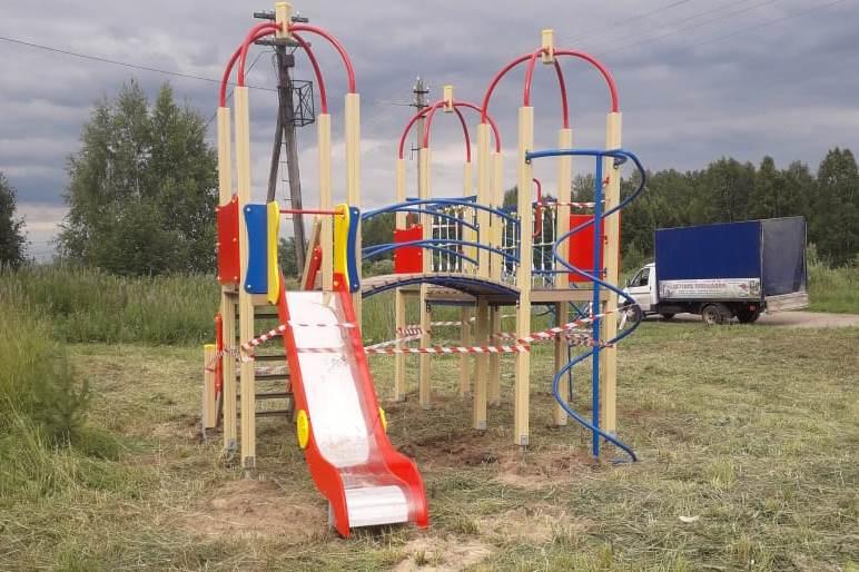 «Рейтинг-76» : за счет грантов в Тутаевском районе установили новые детские площадки