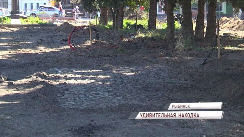 В Рыбинске обнаружили фрагмент старинной булыжной мостовой