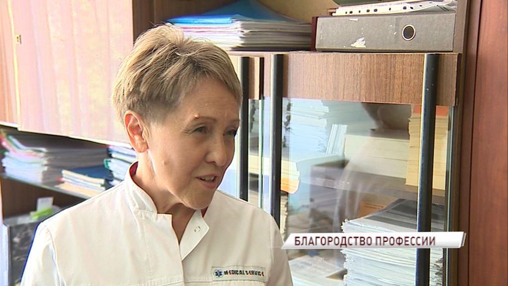 Возраст - не помеха: медсестра из ярославской поликлиники делится своим полувековым опытом