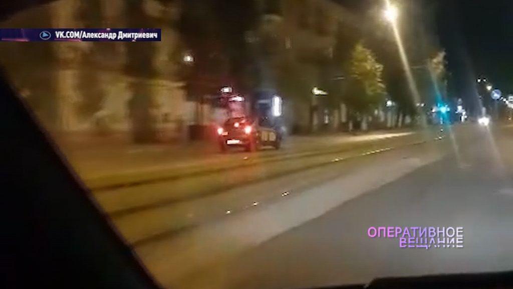Таксист устроил гонки по встречке на Чкалова