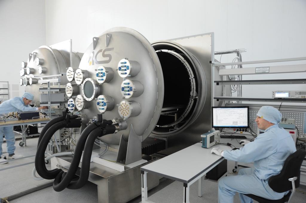 На Ярославском радиозаводе запускают серийное производство модулей для спутников