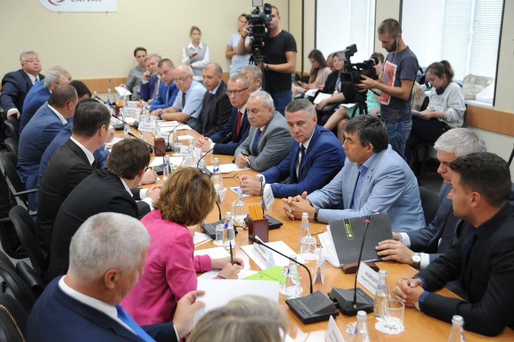Губернатор обсудил с руководителями крупных предприятий меры господдержки промышленности