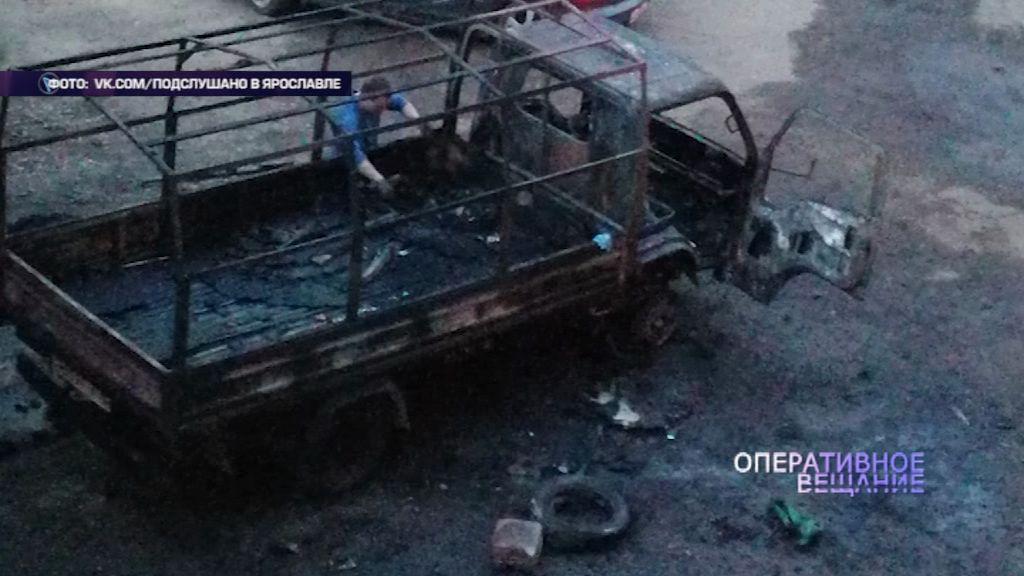 В Ярославле во дворе дома грузовик сгорел дотла