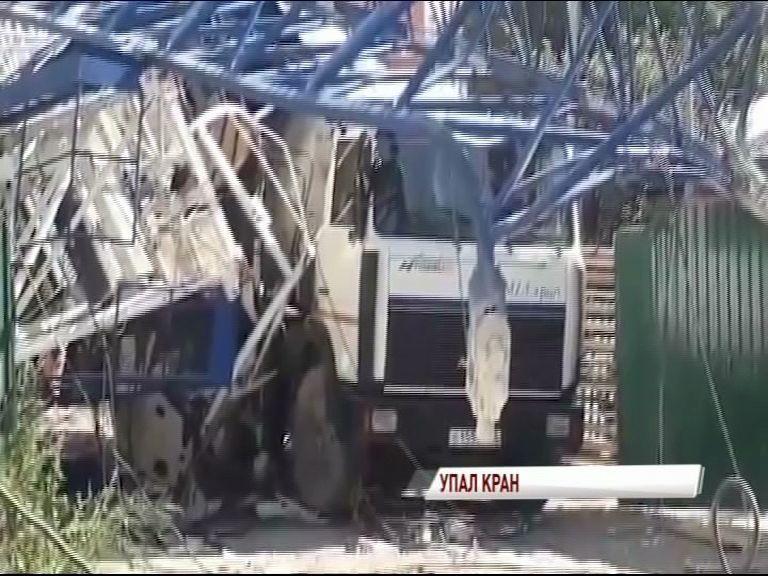 Башенный кран обрушился во Фрунзенском районе: все подробности ЧП