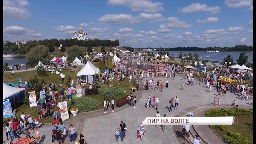 Ярославская Стрелка превратилась в большой межрегиональный пикник