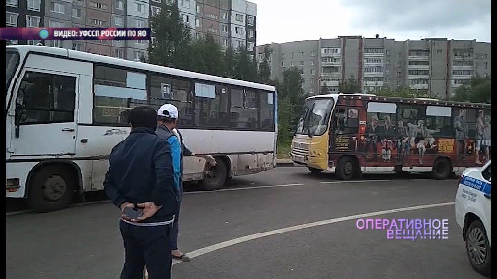 Приставы арестовали автобус за долг в 250 тысяч
