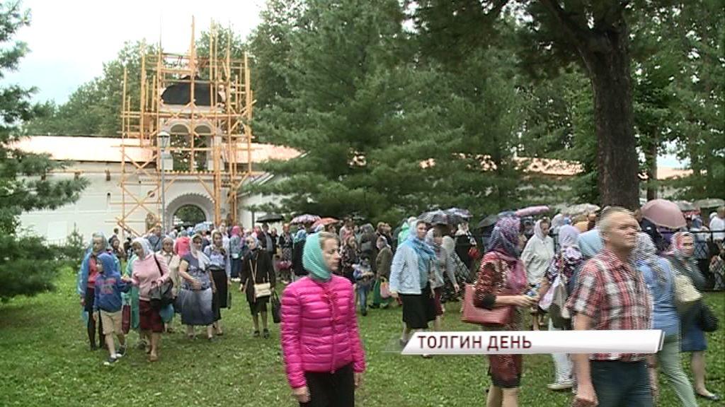 На празднование в Толгский монастырь приехали более трех тысяч паломников