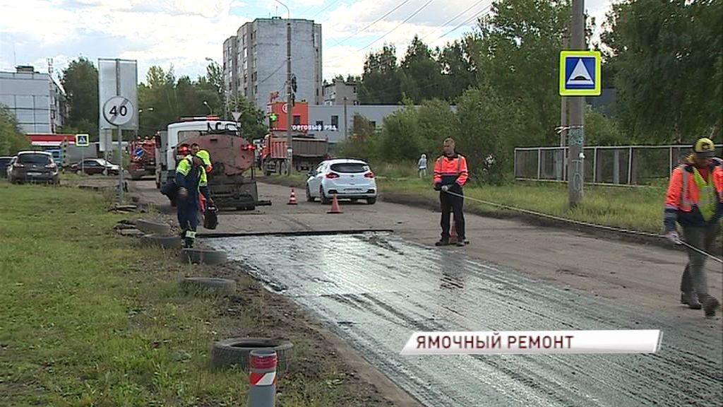 В Дзержинском районе начался ямочный ремонт Панина