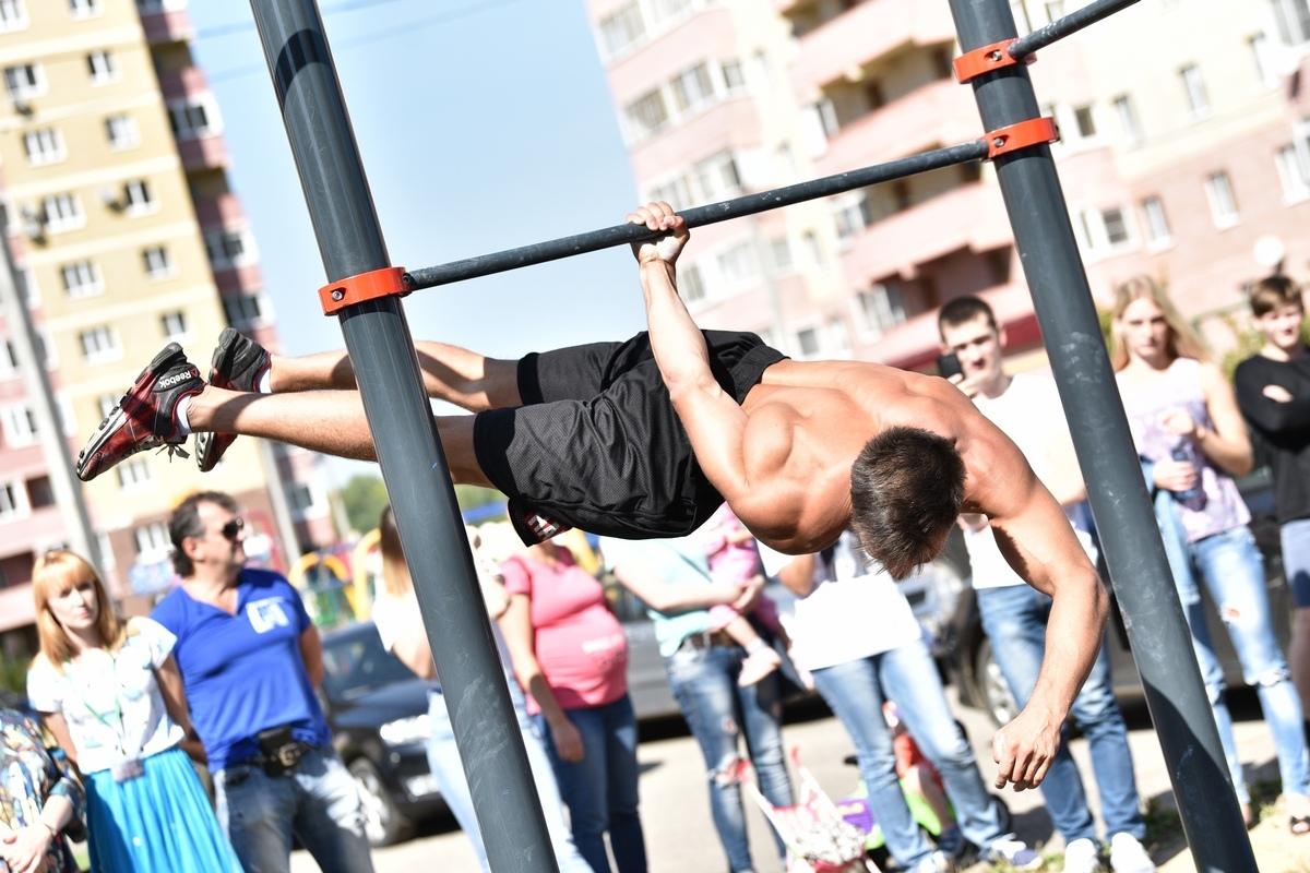 Спортсмены из многих городов России показали, как правильно использовать турники