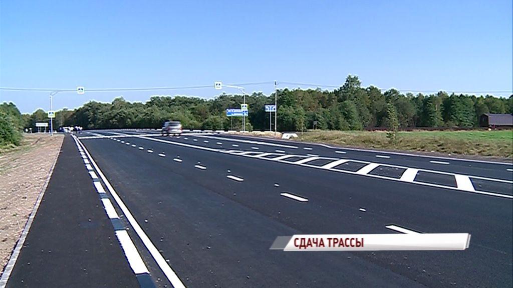 Новый асфальт, бордюры, разметка: закончился ремонт участка трассы Ярославль-Углич