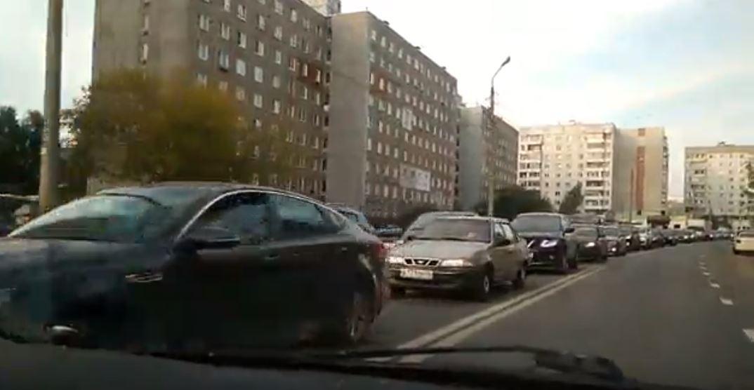 Проспект Авиаторов «встал» из-за ремонтных работ