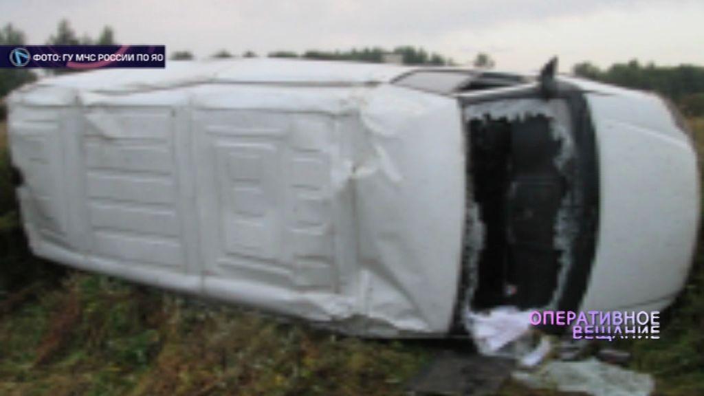 Микроавтобус вылетел в кювет: есть пострадавшие