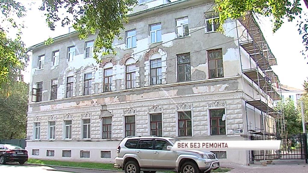 Реконструкция исторического здания на площади Челюскинцев подходит к концу