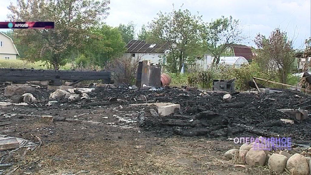 В Ростовском районе загорелся жилой дом: тушить пришлось больше трех часов
