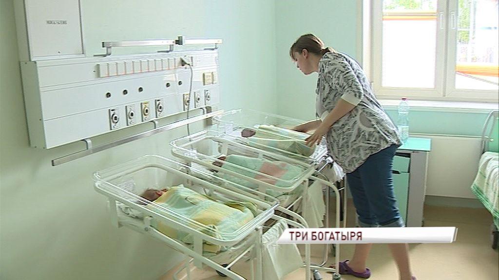 В перинатальном центре родилась вторая тройня за год: как поздравляли счастливых родителей