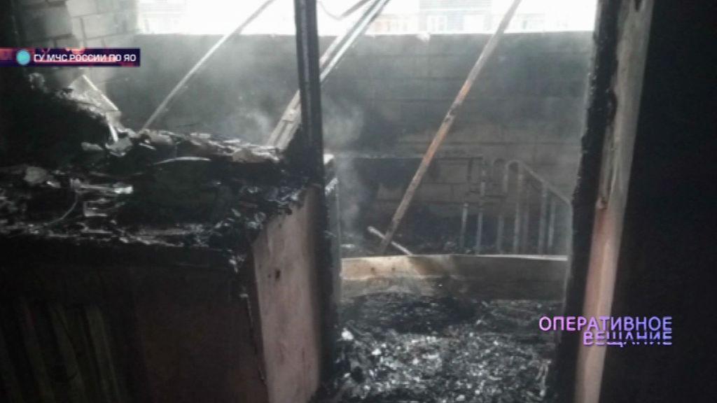 Огонь уничтожил балкон дома на Тормозной улице