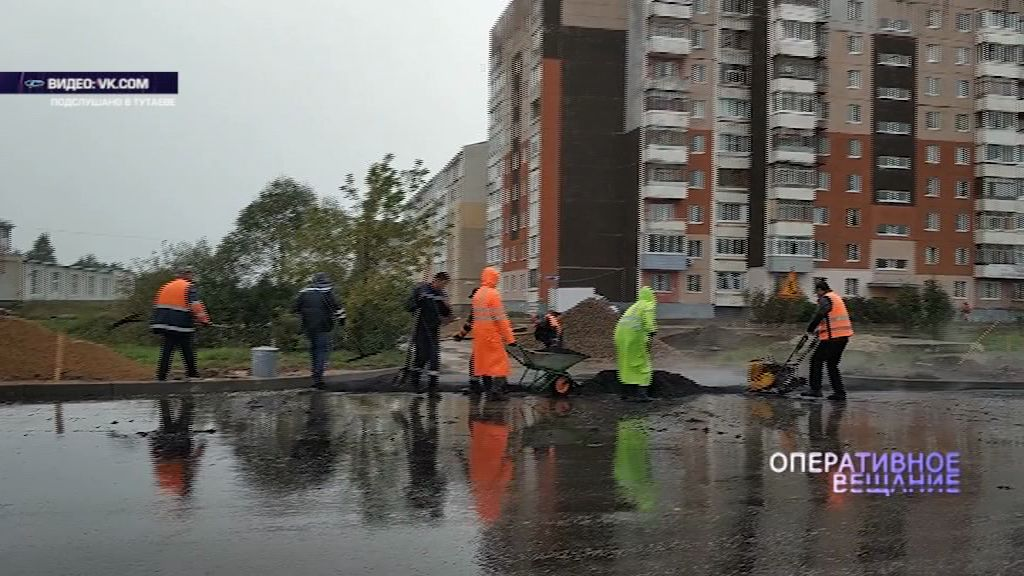 Тутаевские дорожники клали асфальт под проливным дождем