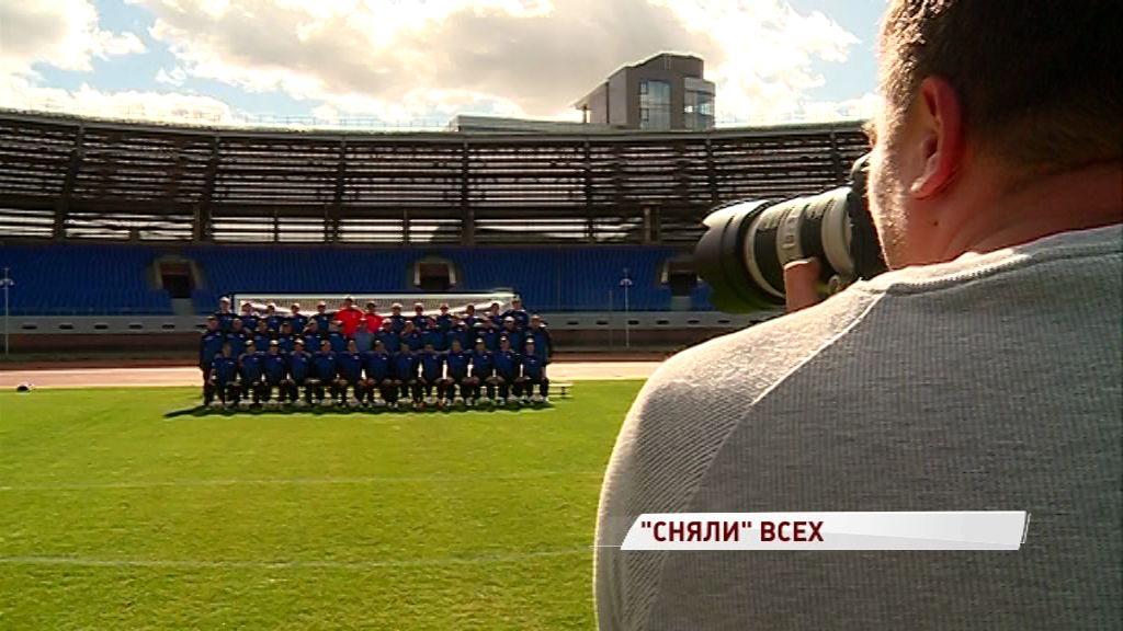 В тапочках и с улыбкой на лице: футболисты «Шинника» вышли на фотосессию
