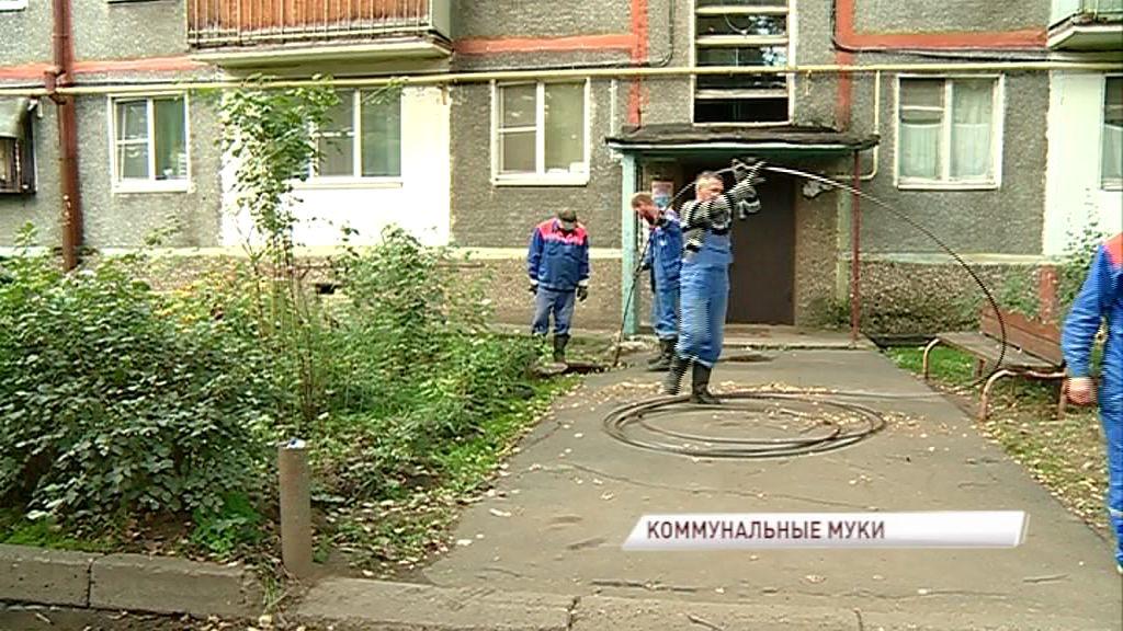 Жители дома на Ленинградском проспекте просят спасти их от фекального затопления: ответ управдома