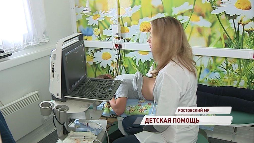 Медицинская бригада из областной детской больницы осмотрела ребят из Ростовского района