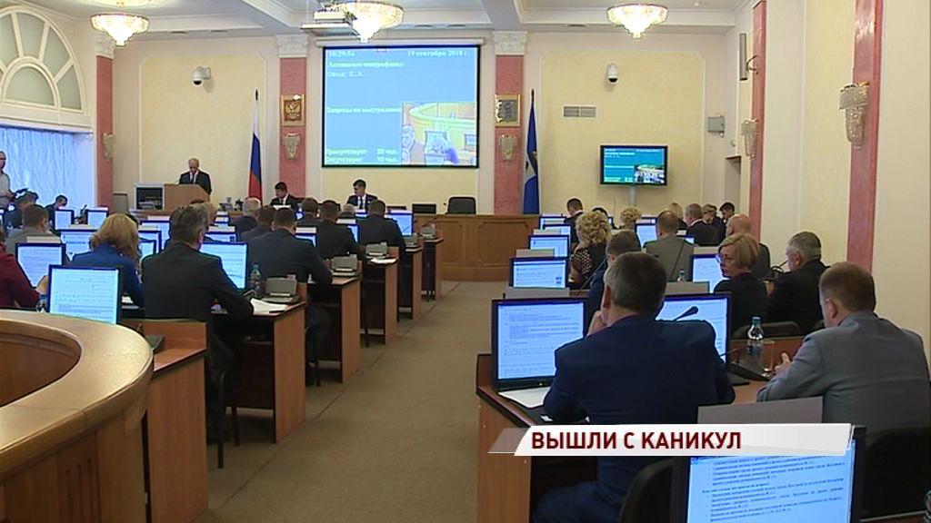 Два депутата муниципалитета сложили полномочия и отправились в облдуму
