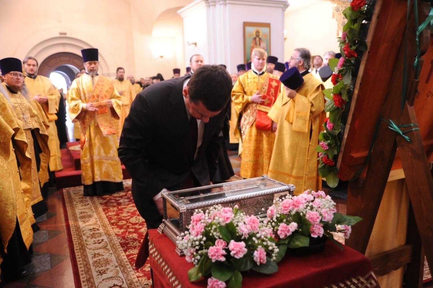 Дмитрий Миронов принял участие во встрече мощей Спиридона с тысячами верующих