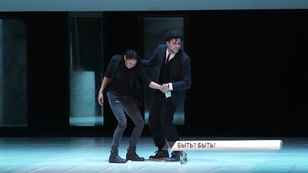 В Волковском отгремел «Гамлет» театра имени Ленсовета с женщиной в главной роли