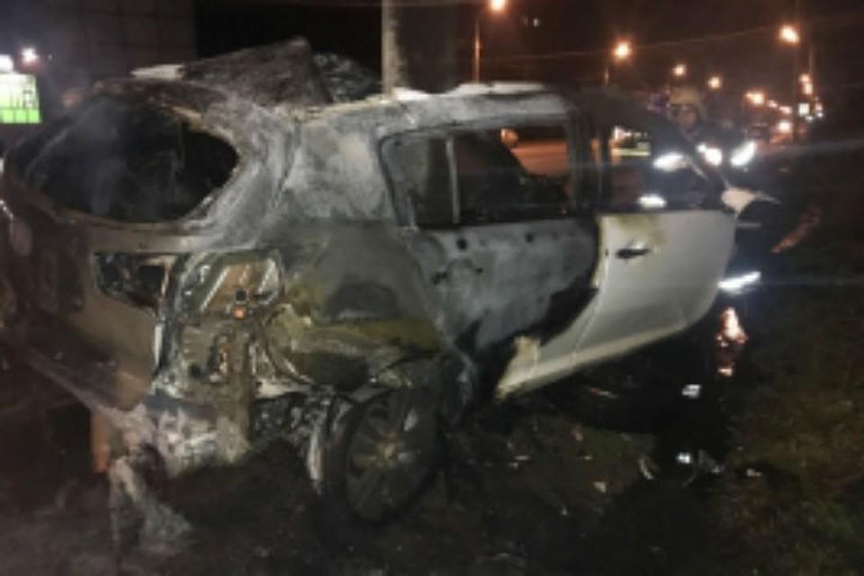 В Рыбинске два человека сгорели заживо в иномарке